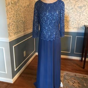 Alex Evening. Beautiful blue evening dress.